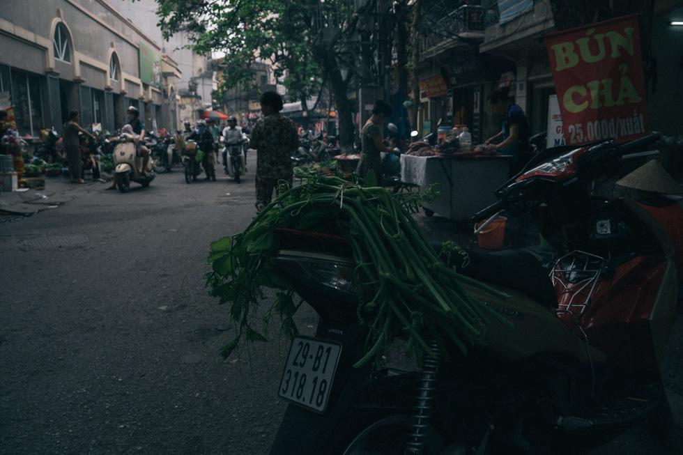 20140419_DSC1624-wet-market-food-Hanoi-travel-photography.jpg