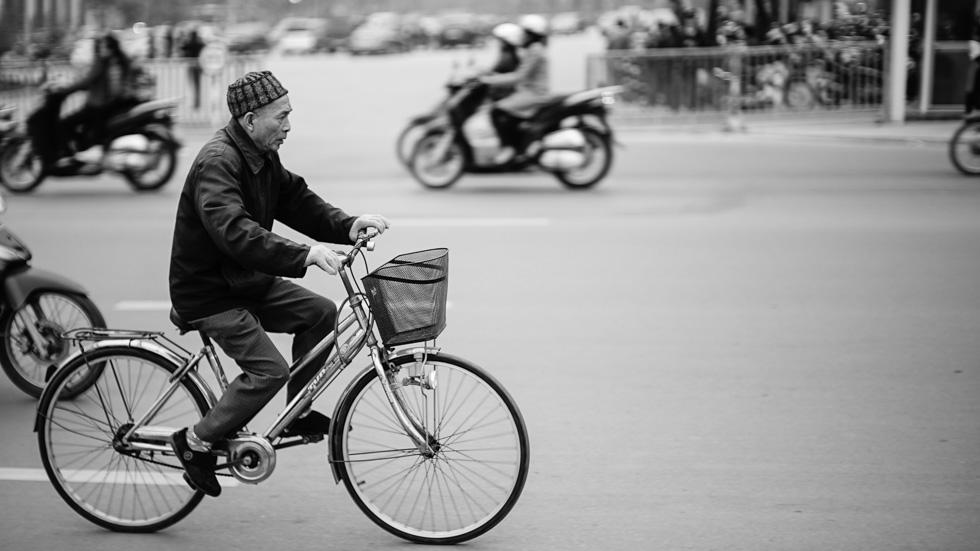 biking along the new parliament at f.095