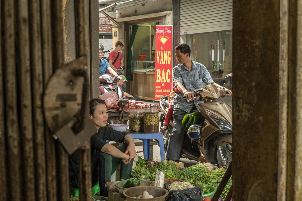 A glimpse into the lanes full of markets, shops and live