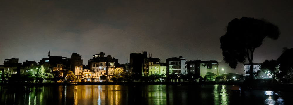 Hanoi part at night