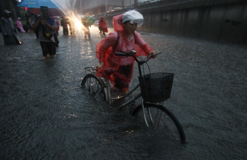 2012-07-21t140105z_205043501_gm1e87l1mdq01_rtrmadp_3_china.jpg