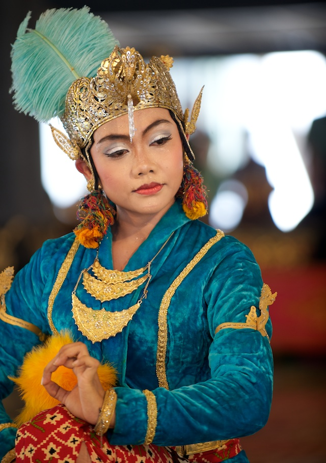 Young female dancer in costume performing javanese classical court dance with traditional gamelan orchestra at the Yogyakarta Kraton (Sultan Palace). Yogyakarta (Jogjakarta), Indonesia – 25 March 2010 Photo © Basil Rolandsen (http://bouvetmedia.com)