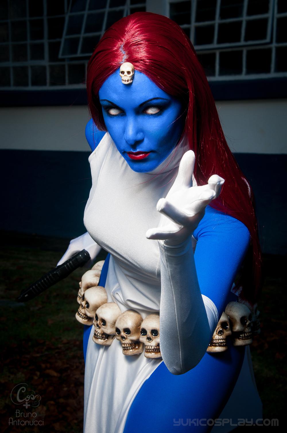 mystique_cosplay_by_yukilefay-d6fmbe6.jpg