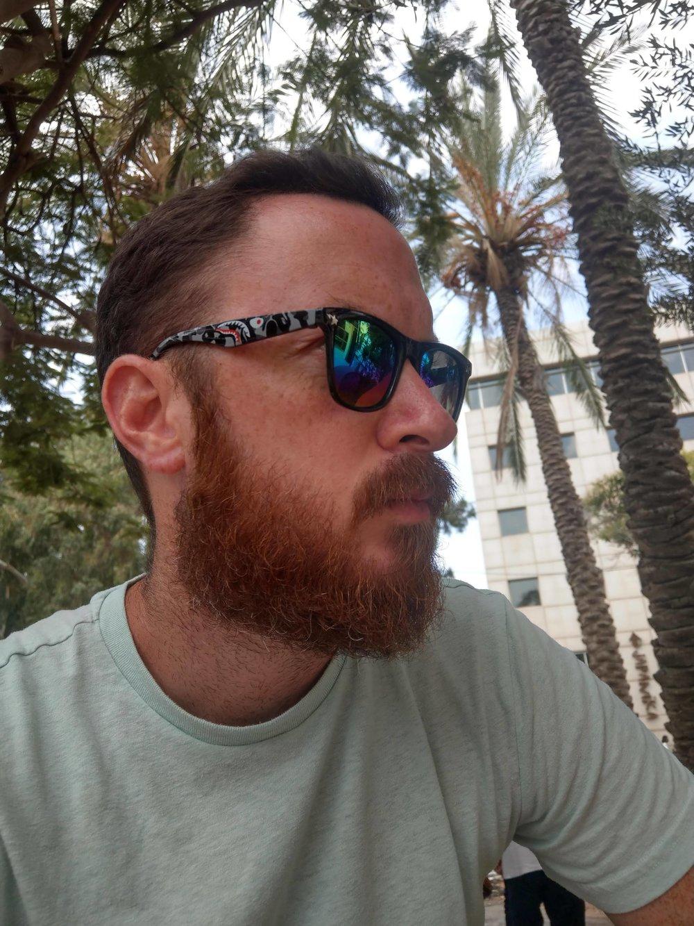 ניר קרן - בן 34 , נשוי+2 מהרצליה, חי בסרטים מאז 1984, מחובר לנטפליקס דרך הוריד. בלוגר ב