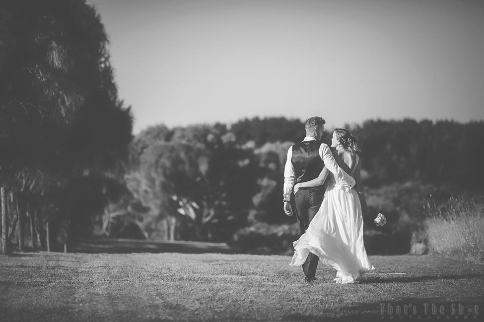 Wedding at Bear Gully Coastal Collages in Victoria by Melbourne Wedding Photographer.