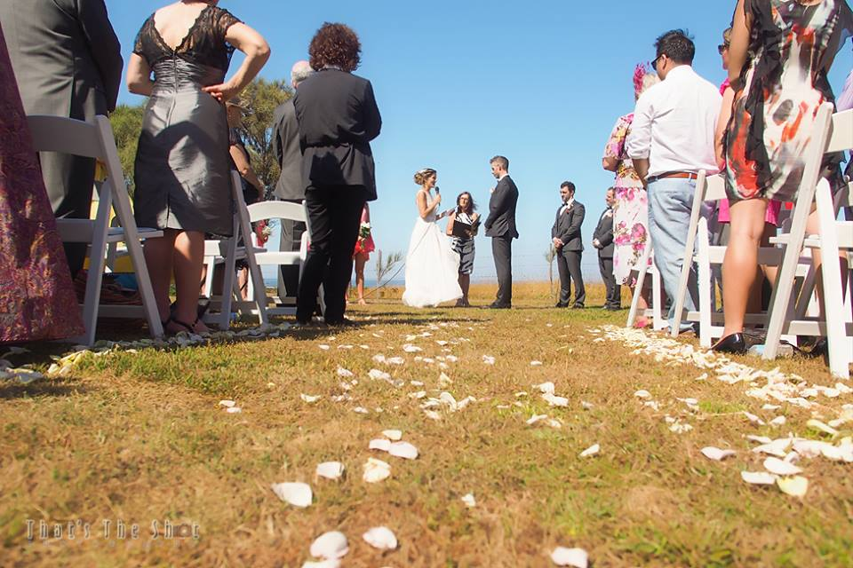 Wedding at Bear Gully Coastal Collages in Victoria.  Photography by Melbourne Wedding Photographer.