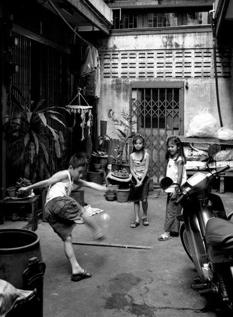 Near Hua Lumphong Station, Bangkok, Thailand, 2000