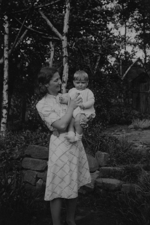 1942 Paul Barbara.jpg