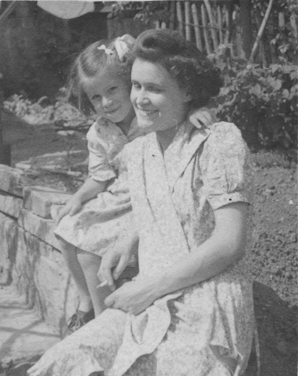 1944 Gill + Hetty.jpg