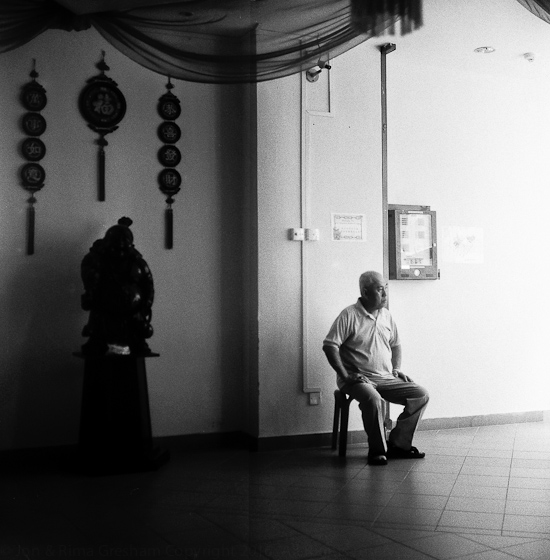 Bloke, Buddhist Lodge, Kim Yam Road, Rolleiflex 2005
