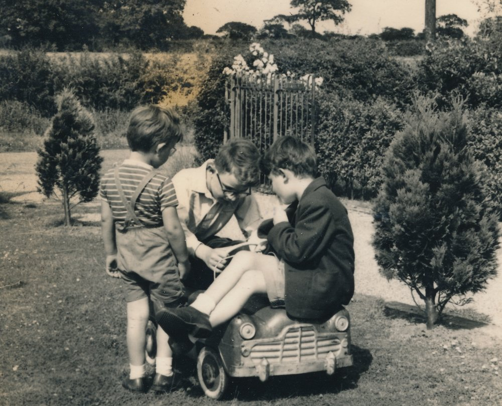 1947 Richard + ?.jpg