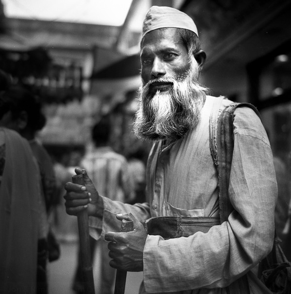 Traveller, Kolkata, India, Rolleiflex, 2004