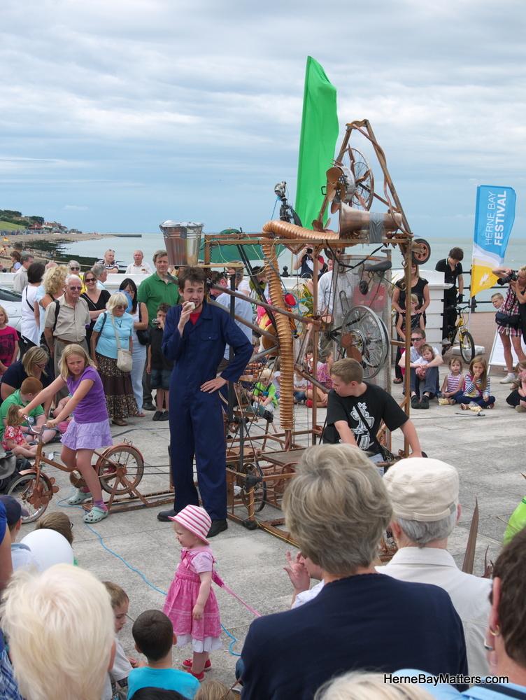 2011 Festival Sat 20th-4.jpg
