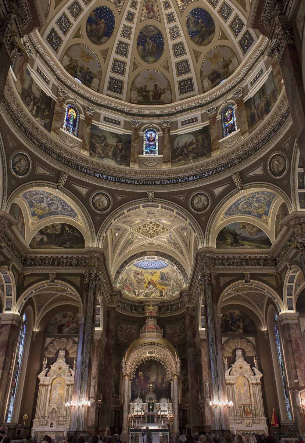 Milwaukee_Basilica-2.jpg