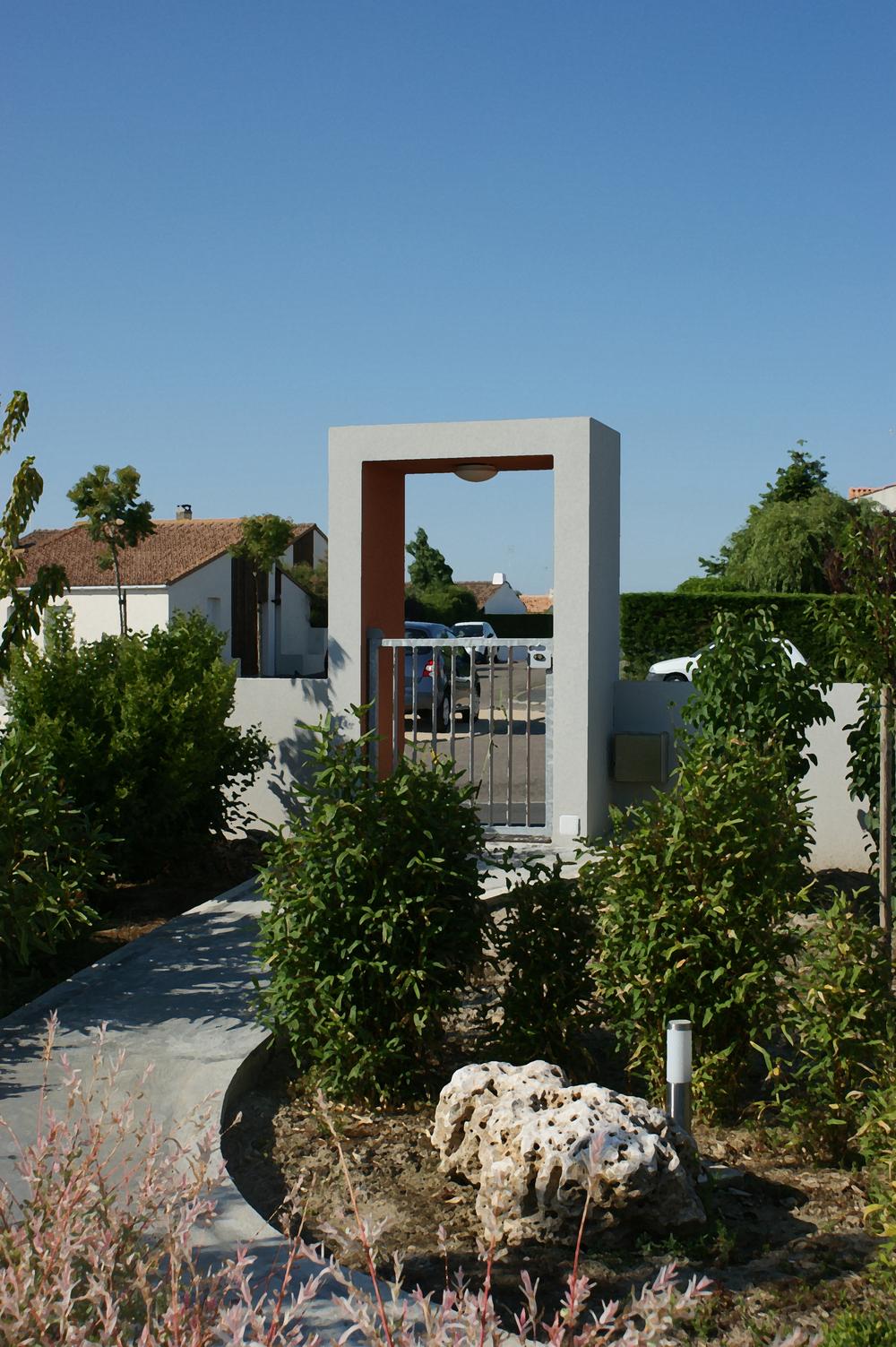 CourtyardHouse-gate.jpg