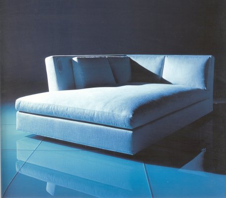 Cassina_MissDaybed.jpg