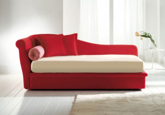 Fata chaise by ddc