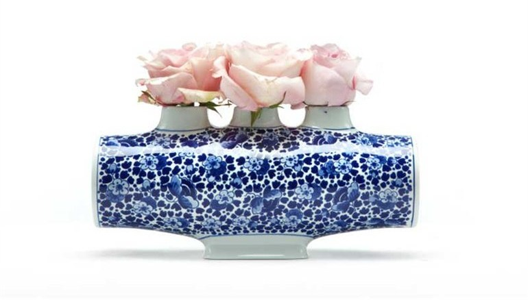 Delft_Blue_4_ceramic_vase_by_Marcel_Wanders_for Mooi.jpg