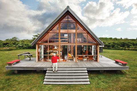 jens-risom-deck-prefab-house-block-island.jpg