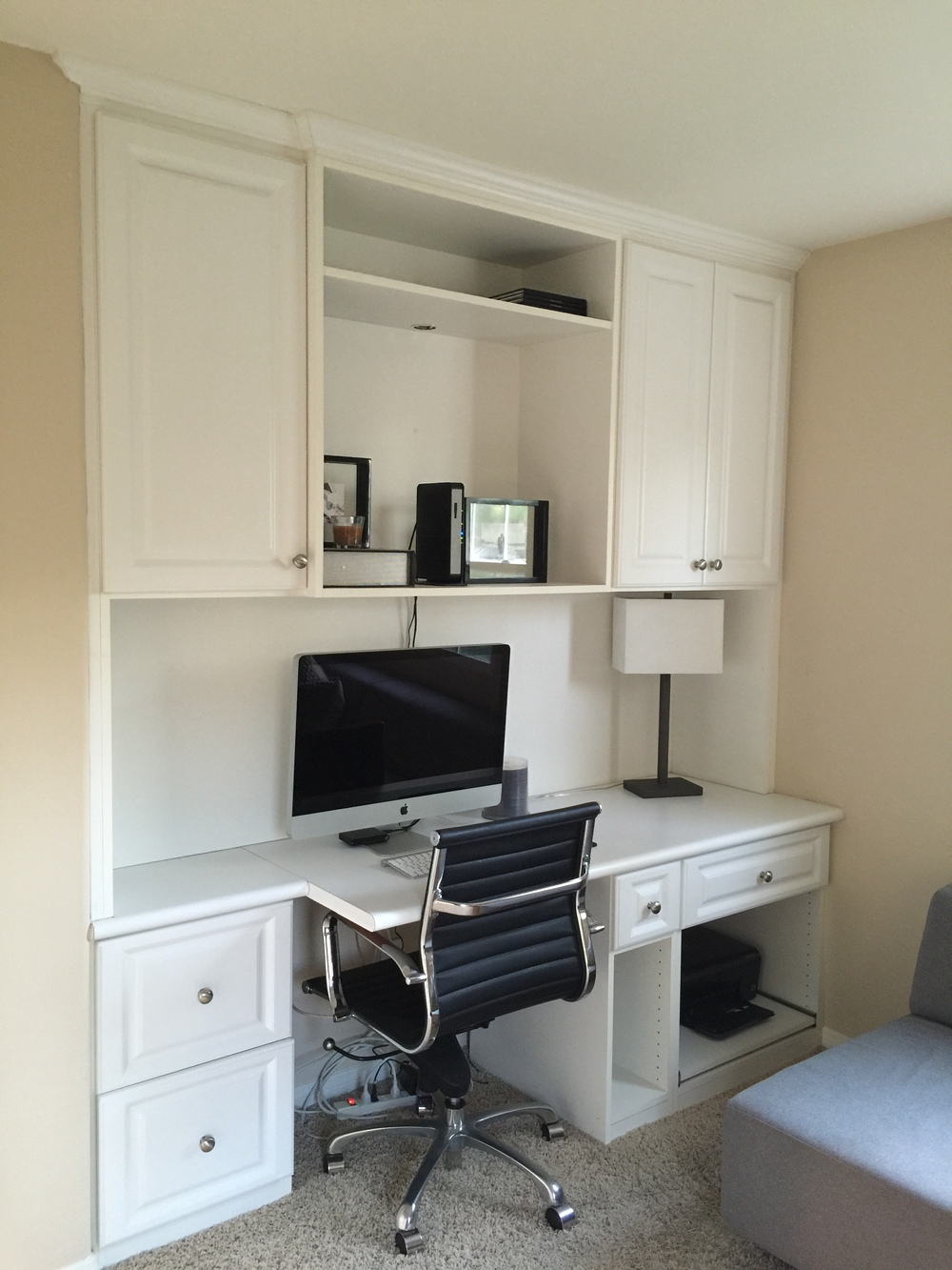 The built-in desk in the second bedroom