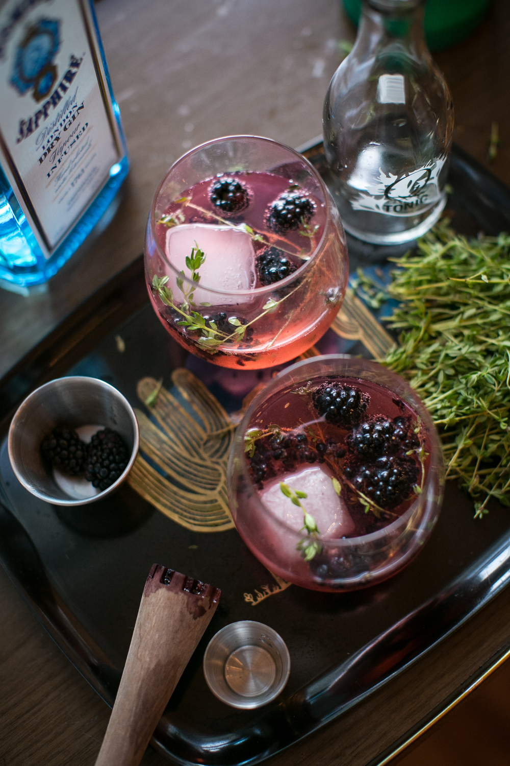 Blackberry Gin & Tonic / gingerandbirch.com / photo by lily glass