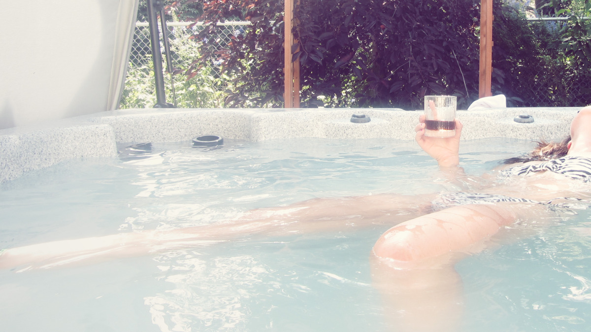 Dad's hot tub and Marlene's rum... always a winning combination.