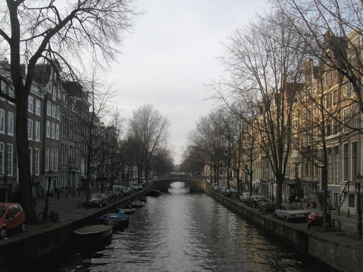 amsterdam canal_s.jpg