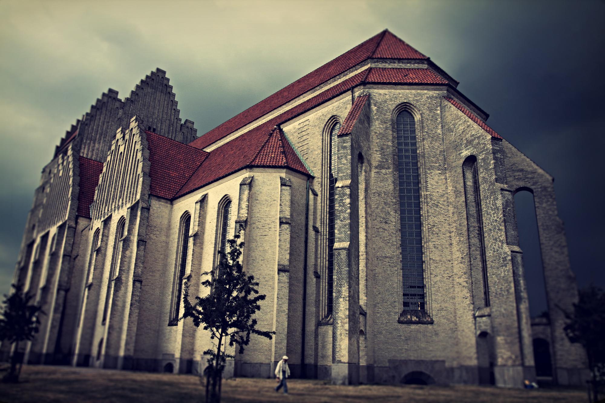 Grundtvig's Kirke lomo-ttv_s.jpg