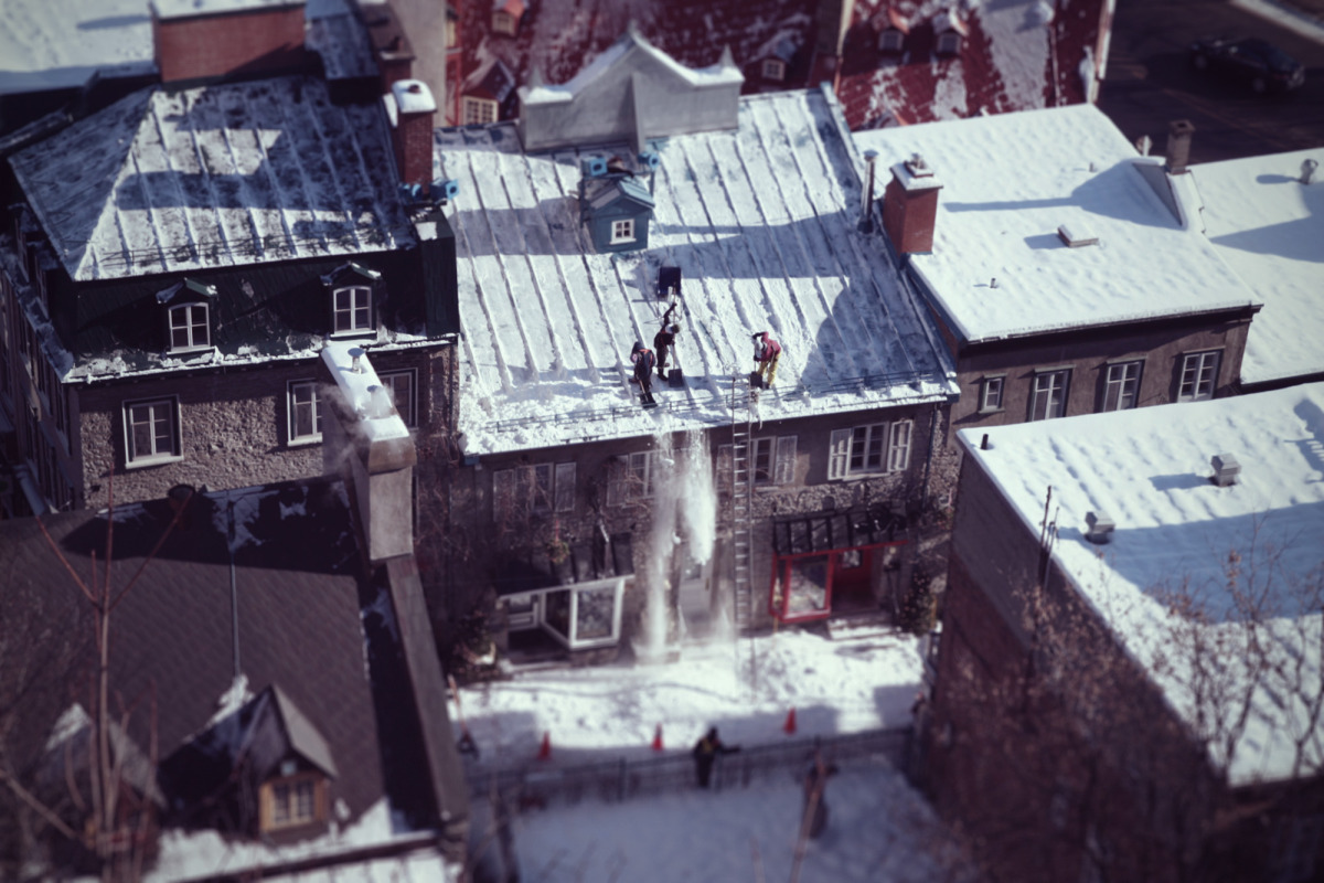 clearing roofs_quebec.jpg