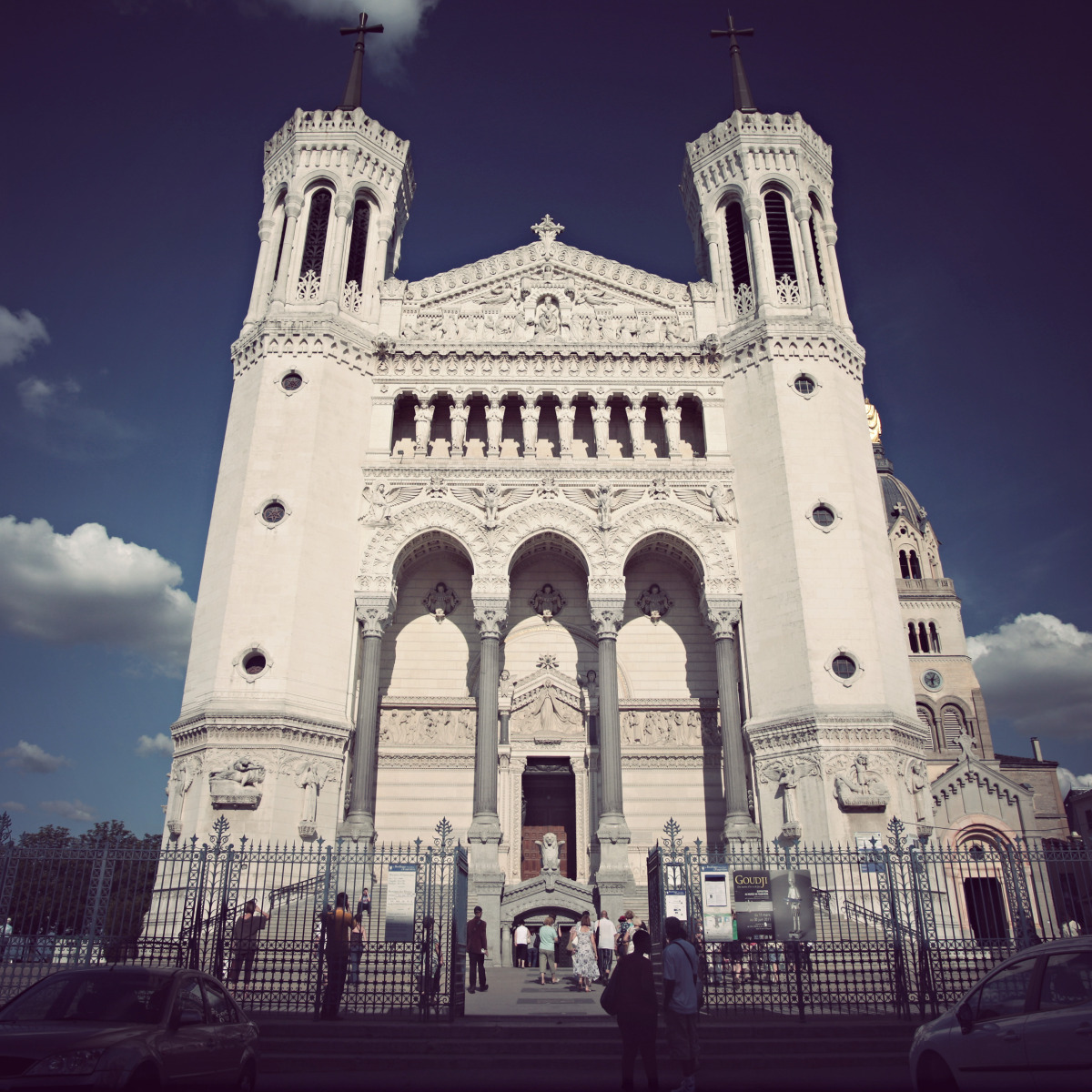 lyon_church pano.jpg