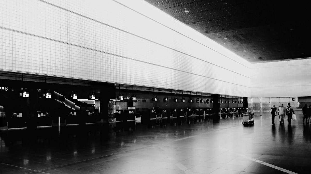 bcn airport bw.jpg