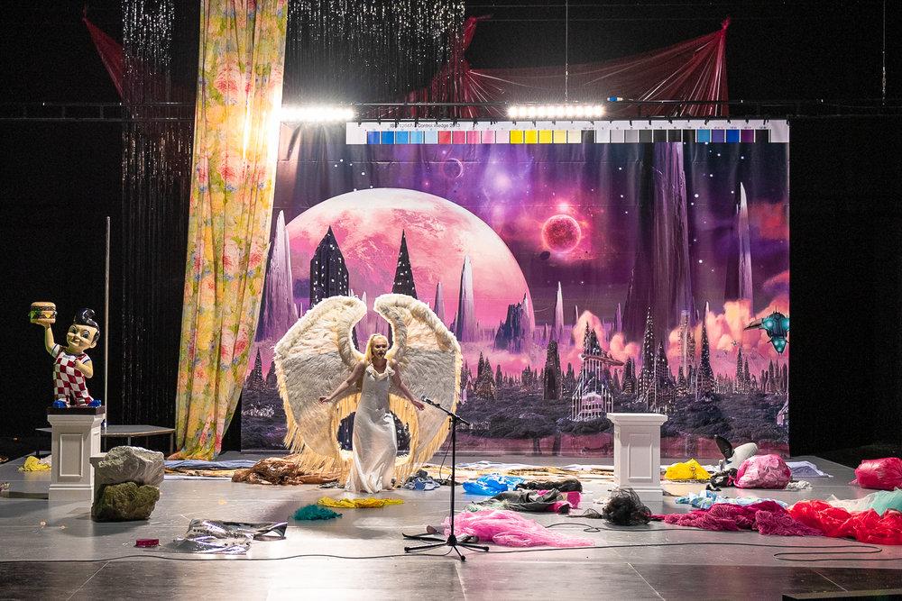 Britney Or Goofy    Het Paleis, Antwerp + tour  August 2018  +   Direction  Lies Pauwels   Costumes  Johanna Trudzinski