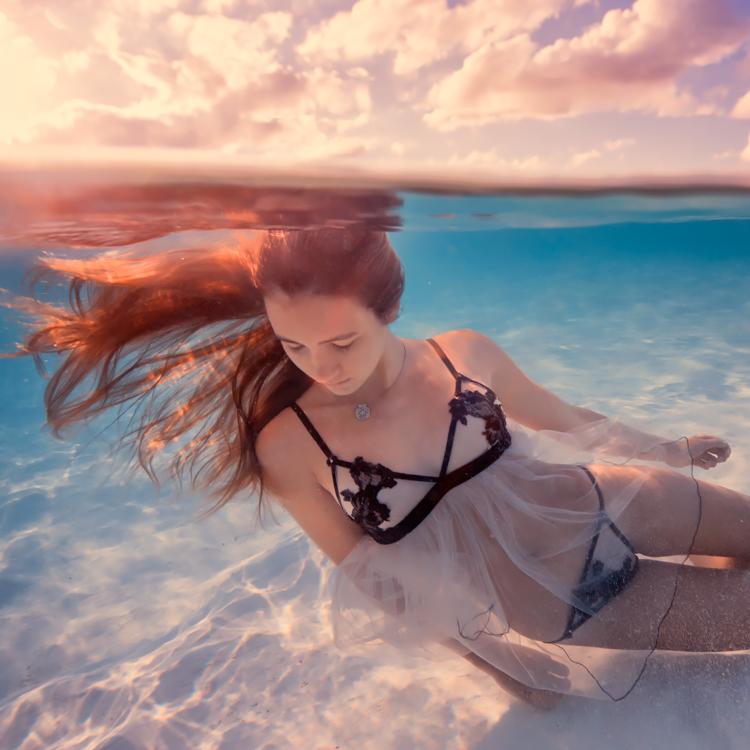 boat_underwater212s.jpg