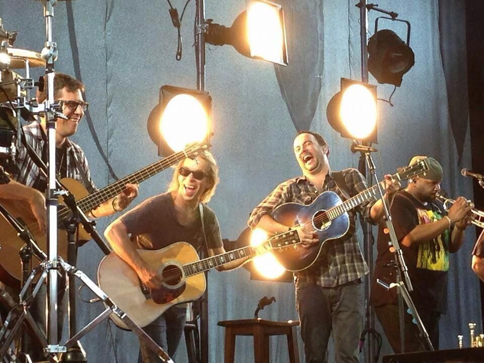 Acoustic set from 2014 - even the band is having a good, good time