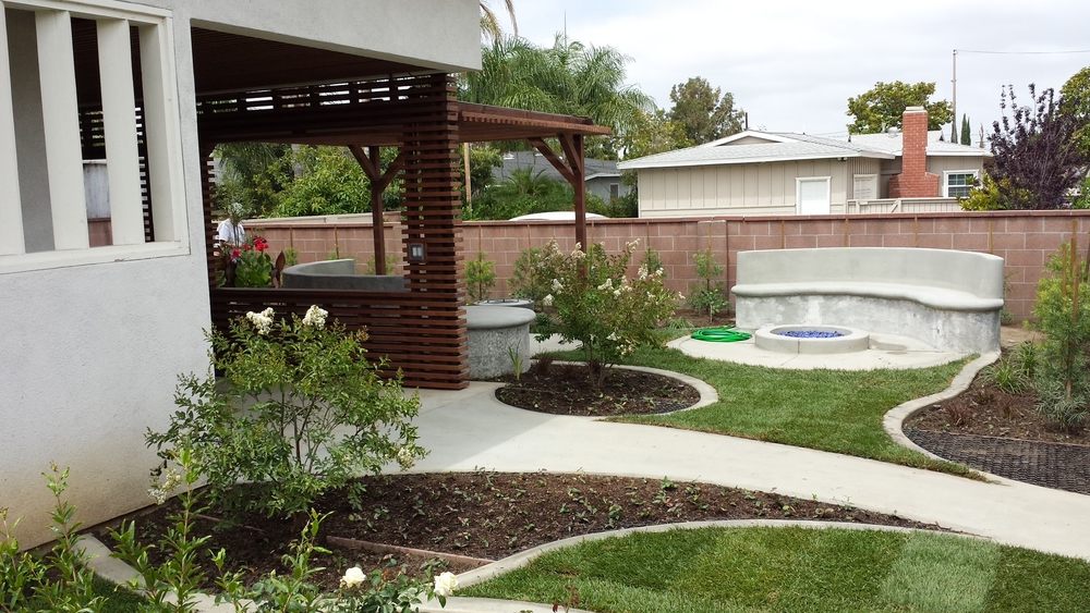 EZ Roll with the landscape inserted into the spaces between the pavers