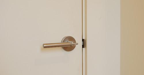 "Modern Door Jamb  Jamb is kerfed to utilize a piece of ""L"" metal and create a trimless (no door casing) door jamb."