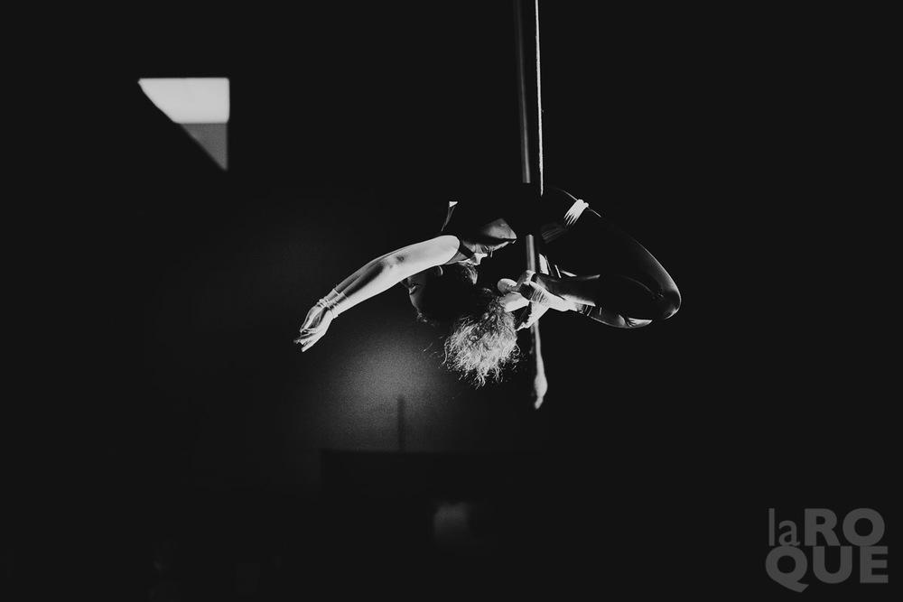 LAROQUE-acrobat-10.jpg