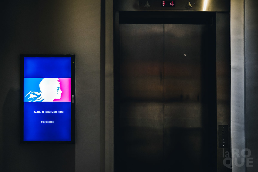 Elevator memorial, MMFA. November 25, 2015. 1/100 sec at f/2, ISO 640.
