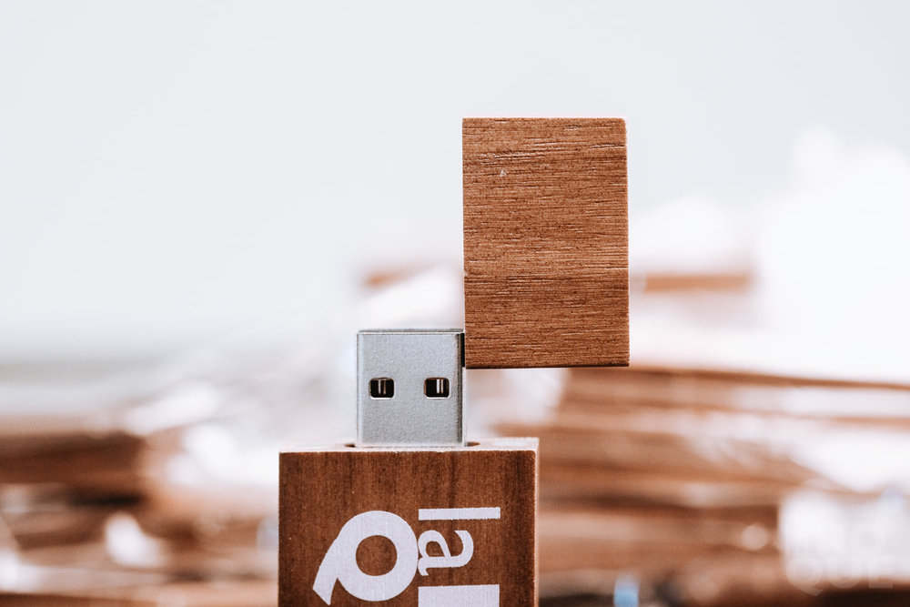 LAROQUE-flashdrives-04.jpg