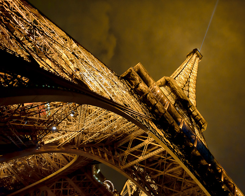 The Effiel Tower by Victor Harris.jpg