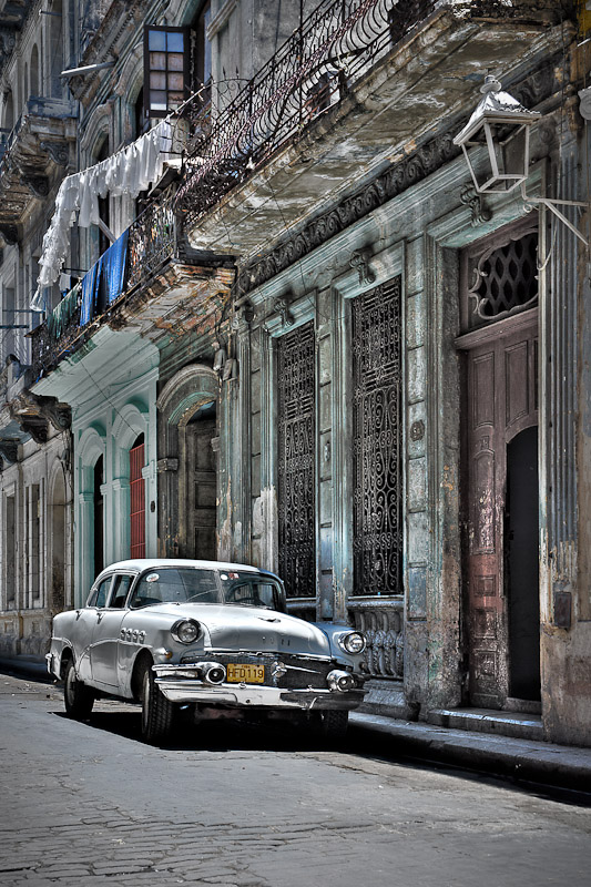 Cuban Backstreet by Victor Harris 6829.jpg