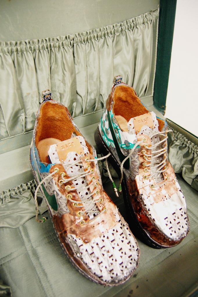 AF1 shoe in case 3.jpg