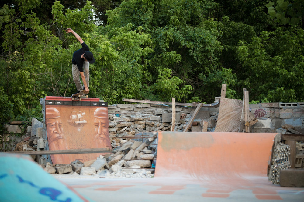 Back up in Asheville...seriously I don't know how many times I've driven across this state...Eric did a back crail on the new Foundation obstacle.