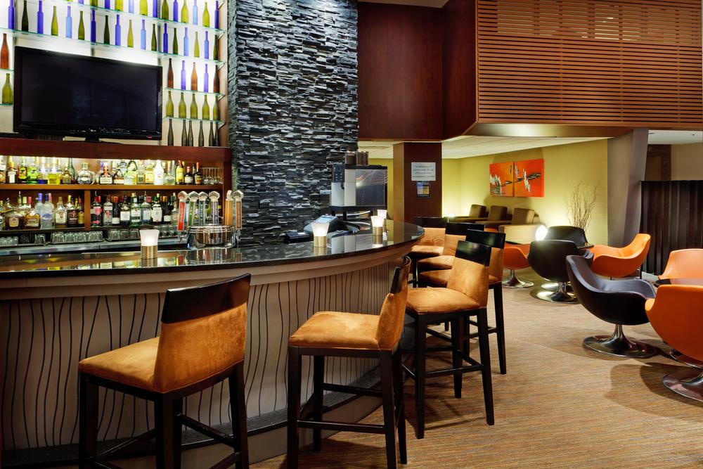 2012_11_29_Radisson_Vancouver-Lounge.jpg