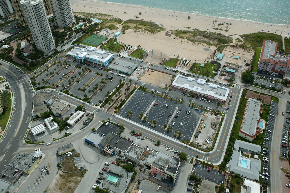 City of Riviera Beach Municipal Beach Park Ocean Mall Parking Lot.JPG