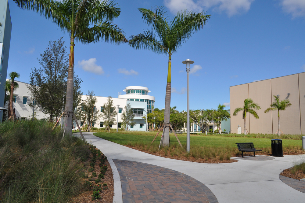 Harbor Branch Oceanographic Institute at FAU Research Laboratory II Royal Palms.JPG