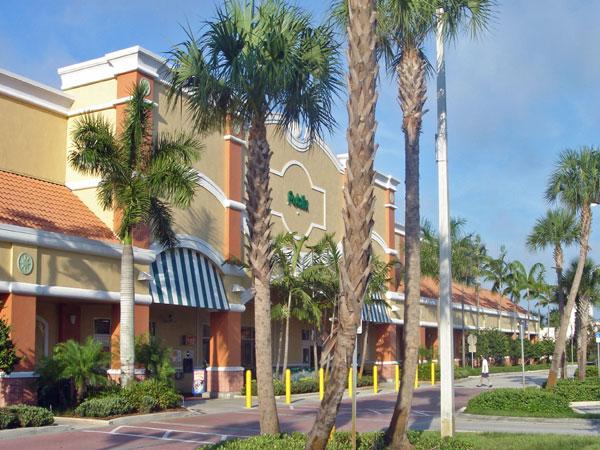 Publix Chasewood Plaza Jupiter Florida Entry Landscaping.jpg