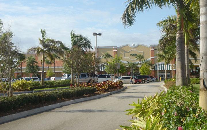 Publix Chasewood Plaza Jupiter Florida Entry Landscape Drive.jpg