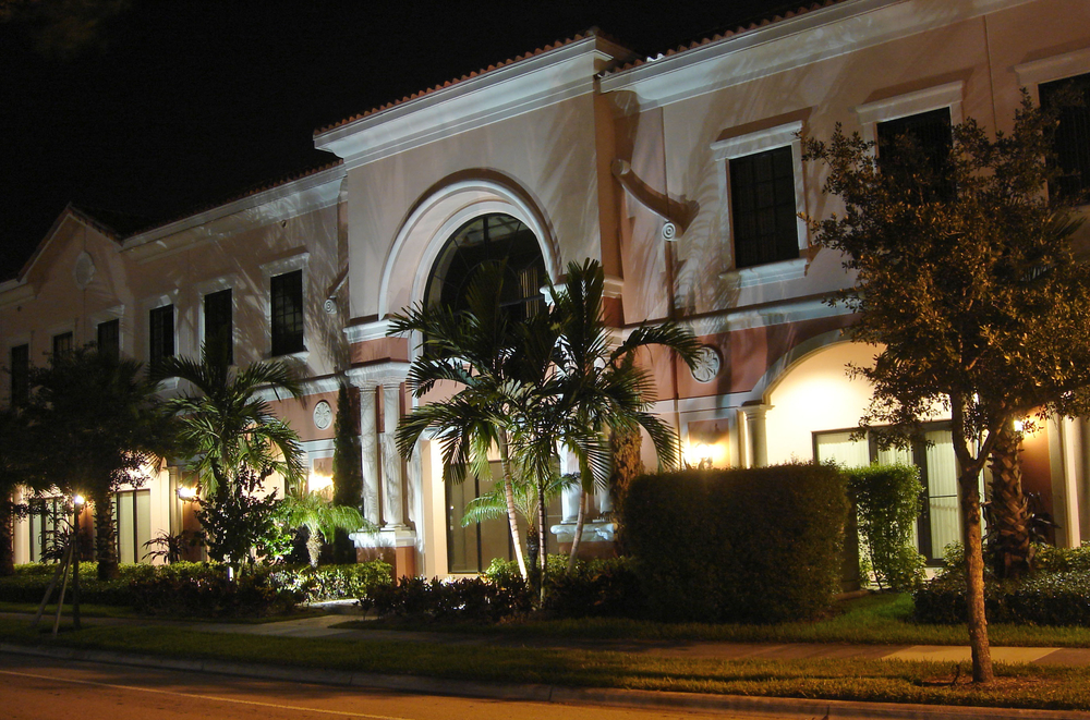 University Commons Abacoa Jupiter Building at Night.jpg