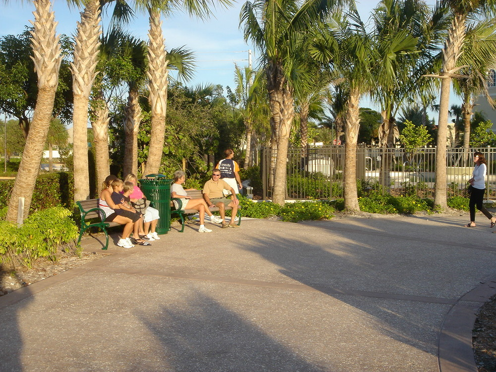 Tierra Del Sol Jupiter Florida Riverwalk Seating.JPG